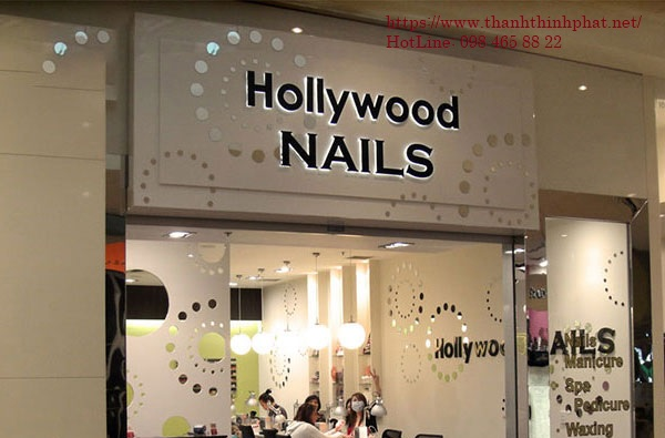 bảng hiệu tiệm nails sang trọng