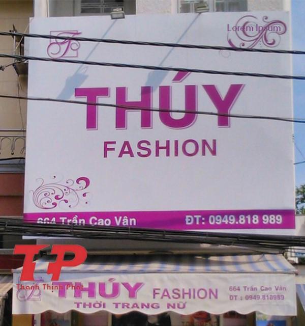 bảng hiệu shop quần áo sử dụng chất liệu hiflex