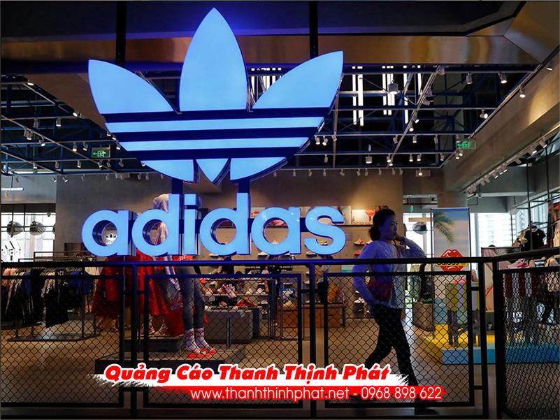Logo bảng hiệu adidas